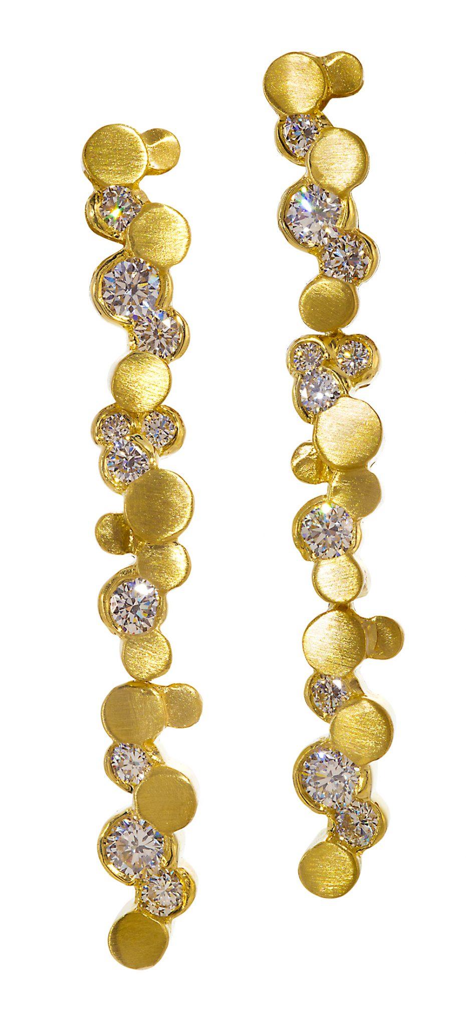 Fashion dangle earrings in gold with diamonds